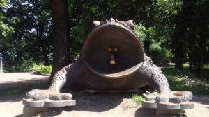 Памятник жадной жабе