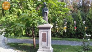 Львовская площадь статуя Анны