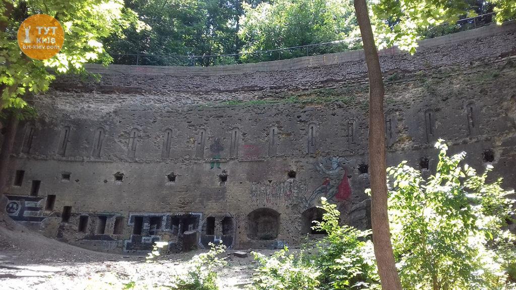 Стена Аскольдaова Могила