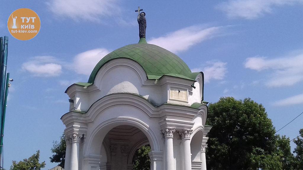 часы фонтан Самсон