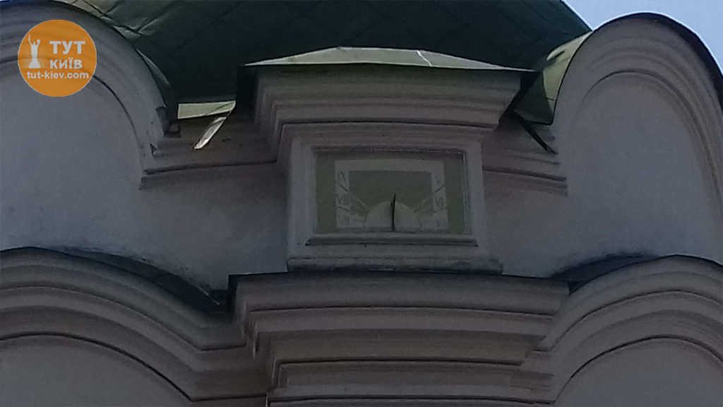 фонтан Самсон солнечные часы