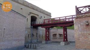 киевская крепость под мостом