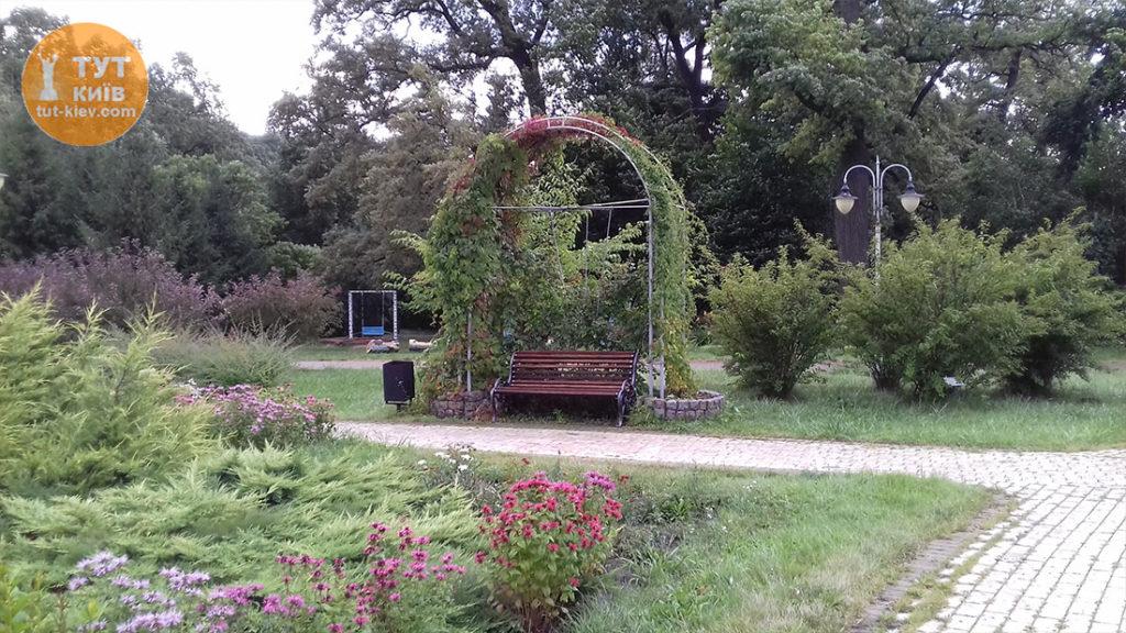 скамейки в парке Феофания