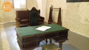 стол для допросов