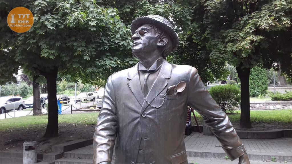 Памятник Паниковскому в Киеве