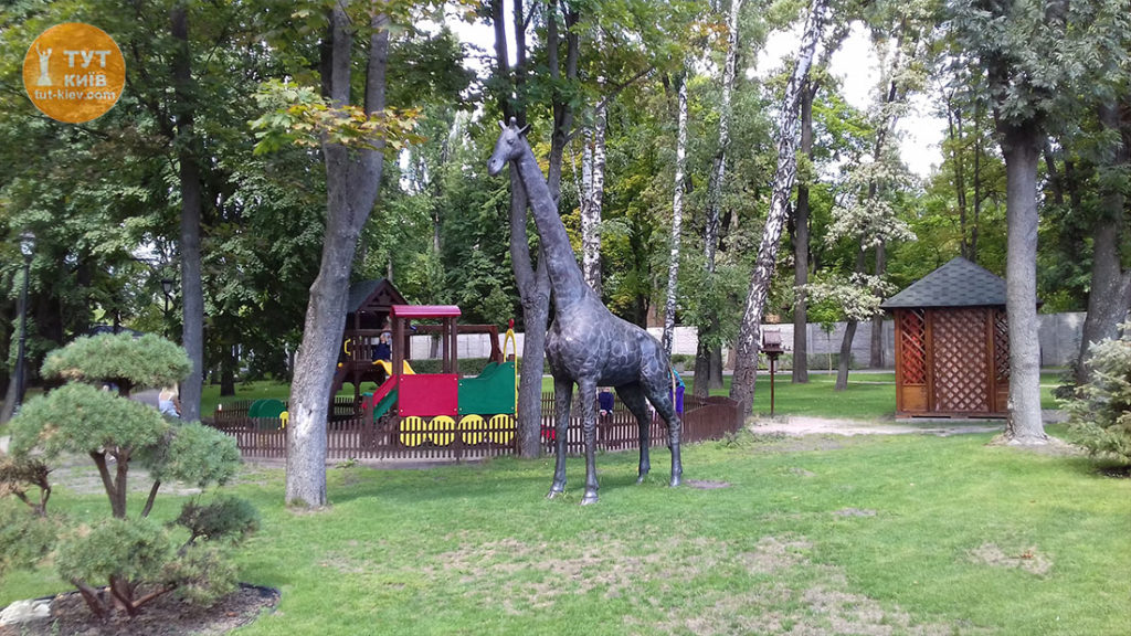 статуя Жирафа ресторан Прага