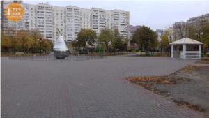 груша в парку Позняки
