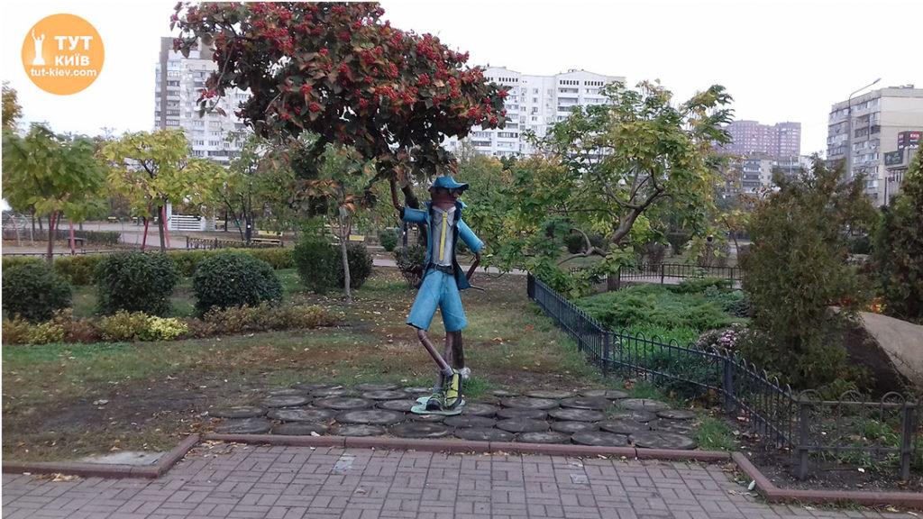 статуя стиляга парк Позняки