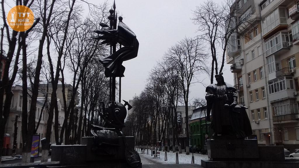 Памятник Филлипу Орлику в Киеве