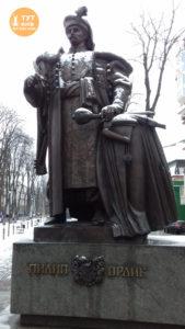 статуя Филлипа Орлика